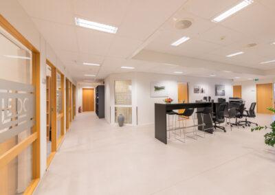 Stort lokale med 13 kontorer